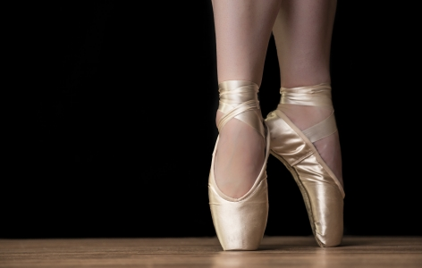 Ballet Dancer's feet en pointe